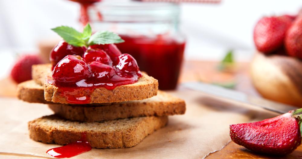 Tostada francesa con frutos rojos