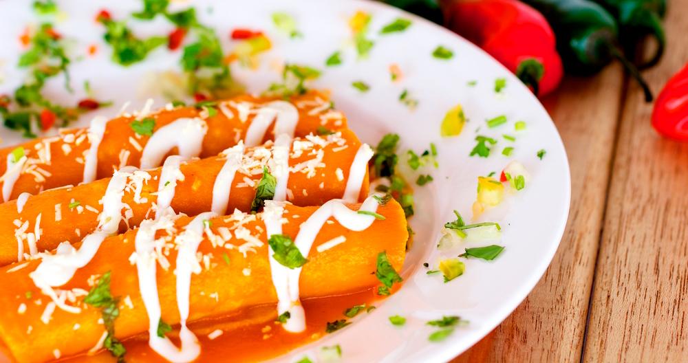 Enchiladas encacahuatadas con crema Lala