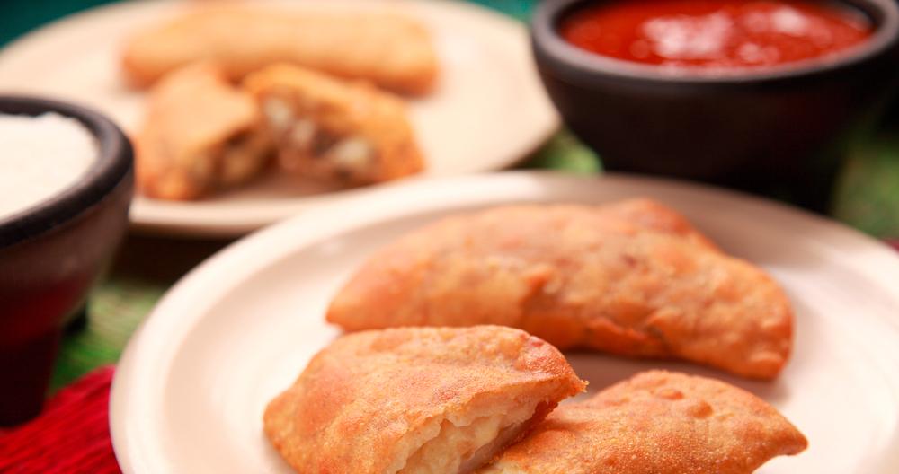 Quesadillas fritas con queso y crema Lala