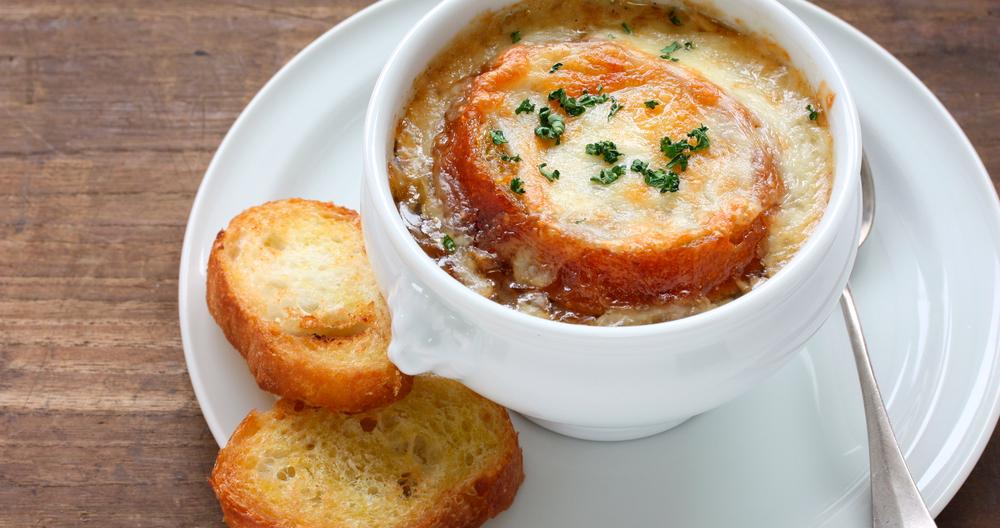 Sopa de cebolla con queso panela Lala